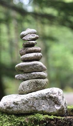Selbstwert aufbauen Steinestapel