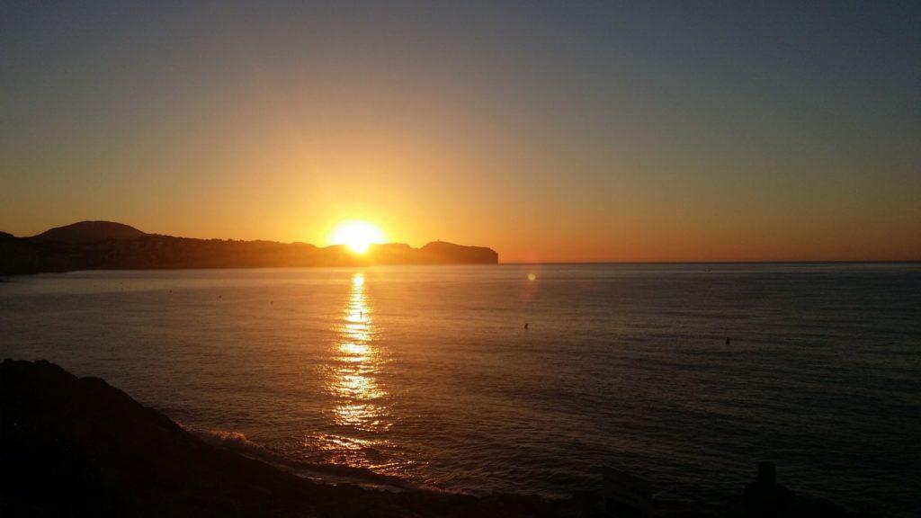 Sonnenaufgang über Meer zeigt Gesundheit